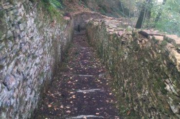 Réouverture d'un sentier d'accès aux remparts de  la colline de Saint-Hippolyte