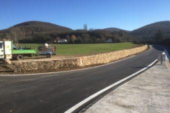 Remontage d'un muret au carrefour de Prajot – Crémieu